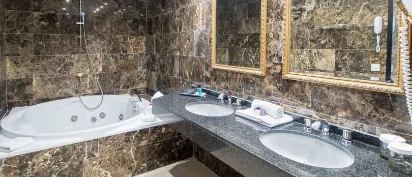 Diana-Parc-Royal-suite---bathroom.jpg